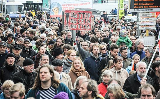 Тысячи европейцев вышли на митинги против зоны свободной торговли с США :: Политика :: РосБизнесКонсалтинг