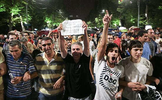 В Ереване разогнали протестующих у захваченного здания