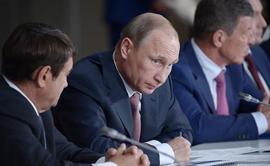 Порошенко назвал визит Путина в Крым вызовом