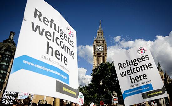 Европейцы вышли на улицы в поддержку беженцев
