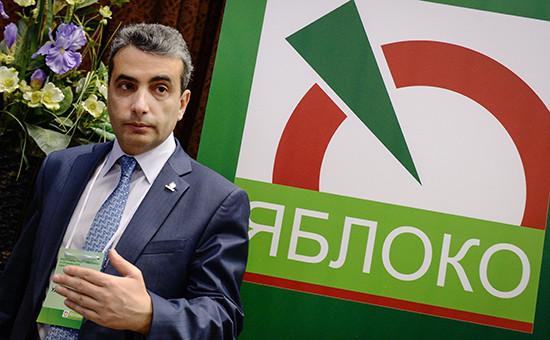 Кандидат на должность председателя партии «Яблоко» Лев Шлосберг