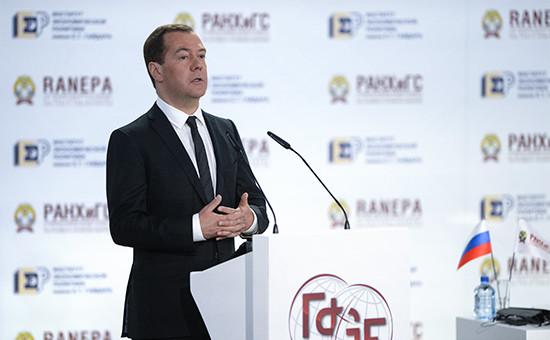 Д.Медведев: Жить по средствам - базовый принцип. 754526802461418
