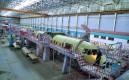 Сборка корпуса серийного самолета Ан-140 в сборочном цеху завода «Авиакор». Архивное фото