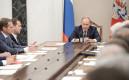 Президент России Владимир Путин (справа) насовещании спостоянными членами Совета безопасности РФв Кремле
