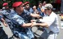 Полиция Еревана разгоняет митингующих